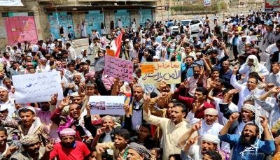 """تعز: المئات يطالبون بدعم استكمال التحرير و""""الإصلاح"""" يدعو لمسيرة حاشدة"""