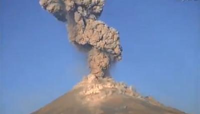 شاهد لحظة ثوران أحد أخطر البراكين على وجه الأرض (فيديو)