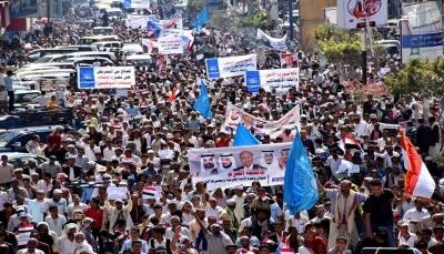 """الآلاف يتظاهرون في تعز بدعوة من حزب """"الإصلاح"""" بذكرى إنطلاق عاصفة الحزم (صور)"""