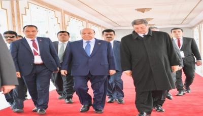 """الرئيس هادي يعود الى الرياض بعد مشاركته في القمة العربية بـ""""تونس"""""""