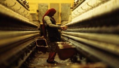 يمنيات أرامل يلتحقن بسوق العمل
