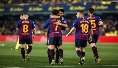 """سواريز ينقذ برشلونة بتعادل قاتل مع فياريال في """"الليغا"""""""
