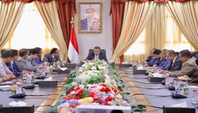 اليمن.. رئيس الحكومة يدعو البنوك التجارية إلى توحيد آليات العمل والتعاون مع المركزي