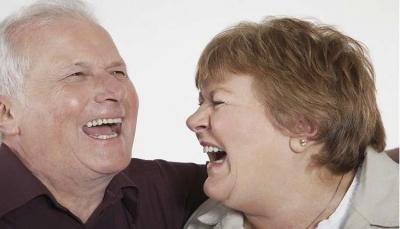 كيف تؤثر 30 دقيقة من الضحك يومياً على تنظيم عمل القلب والرئتين؟