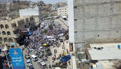 """سياسيون وأكاديميون ينتقدون هتافات """"عدائية"""" في مظاهرة الناصري بتعز"""