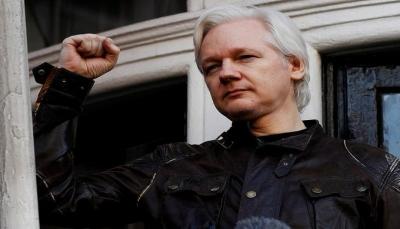 بعد سبع سنوات من تحصنه فيها.. بريطانيا تعتقل مؤسس ويكيليكس من سفارة الإكوادور