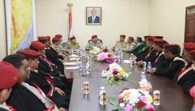 وزير الدفاع يوجه بسرعة البت في جميع القضايا المنظورة أمام القضاء العسكري