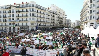 للجمعة التاسعة على التوالي.. الجزائريون يحتشدون رفضاً للعملية الانتقالية بعد بوتفليقة