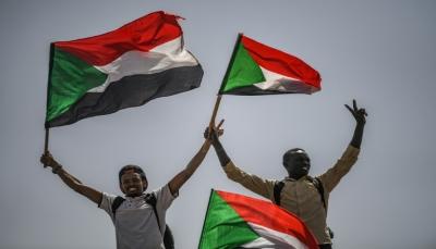 المحتجون في السودان يعلنون عزمهم تشكيل مجلس مدني سيتولى حكم البلاد الأحد