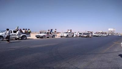 شبوة.. قوات مدعومة من الإمارات تمنع محتجين من الاعتصام أمام شركة الغاز بالحاف