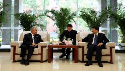 الصين تبدي استعدادها لتطوير وتشتغيل قطاع الكهرباء والموانئ اليمنية
