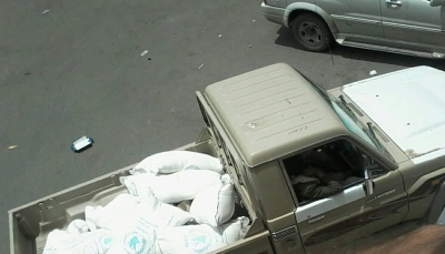 صنعاء: مليشيات الحوثي تصادر كميات كبيرة من المساعدات الإنسانية الخاصة بالنازحين