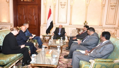الرئيس هادي يبحث مع السفير الأمريكي عودة الشركات النفطية إلى اليمن