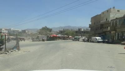 """مليشيات الحوثي تنهب موسسات حكومية في مدينة قعطبة شمال """"الضالع"""""""