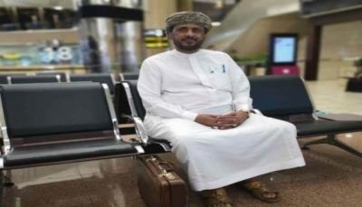 """الوزير """"بن كده"""" يصل """"المهرة"""" بعد الافراج عنه من قبل السلطات السعودية"""