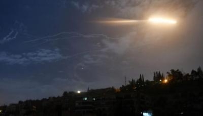 سوريا: مقتل عسكري وإصابة آخر بسقوط صاروخ إسرائيلي على القنيطرة
