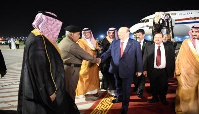الرئيس هادي يصل مكة للمشاركة في القمتين العربية والإسلامية