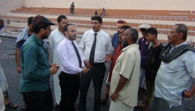 مسؤول حكومي يشدد على الإلتزام بالمواصفات في تأهيل ملعب بعدن
