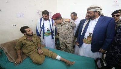 وزير الدفاع يوجه بسرعة تسفير جرحى الجيش للعلاج بالخارج