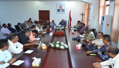 تعز: السلطة المحلية تؤكد على أهمية توحيد الخطاب الإعلامي بما يخدم استكمال التحرير