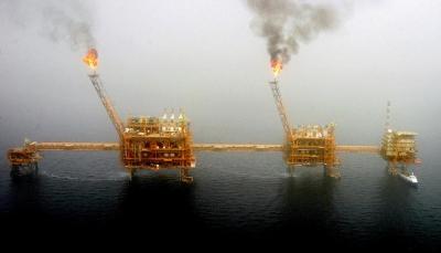 حريق في منصة إيرانية لاستخراج النفط في مياه الخليج
