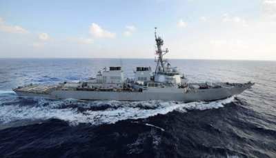 """الجيش الأمريكي يرسل """"مدمرة"""" إلى موقع هجوم بحر عمان ويهدد بعدم التهاون"""