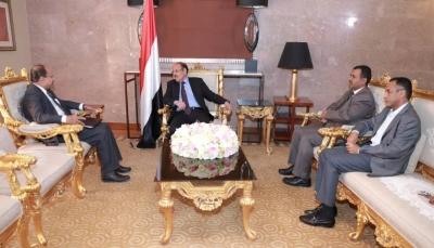 دعا لكسر احتكارها..نائب الرئيس: الحوثيون يستخدمون موارد الاتصالات لقتل اليمنيين