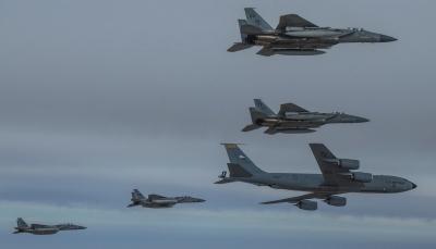 مقاتلات سعودية وأمريكية تحلق في منطقة الخليج