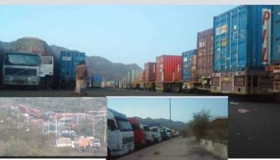 """الحوثيون يواصلون احتجاز شاحنات محملة بمحاليل الغسيل الكلوي بـ""""إب"""""""