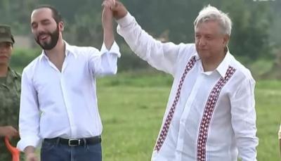 الرئيس المكسيكي يفاجئ رئيس السلفادور فلسطيني الأصل بضربة على وجهه (فيديو)