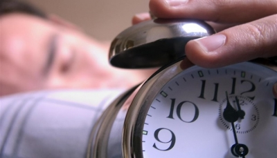 تعرف على خطورة النوم تحت المروحة