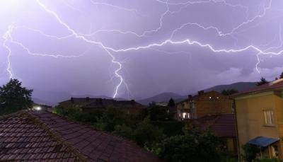 صاعقة تقتل امرأة في عاصفة رعدية