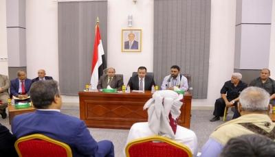 """الحكومة: افتتاح مطار الريان بحضرموت سيتم """"قريبا"""" بالتعاون مع التحالف"""