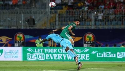 الجزائر تقهر السنغال وتحسم التأهل إلى الدور الثاني ببطولة أفريقيا