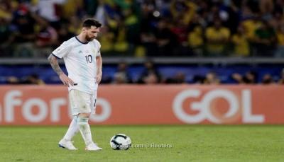 بعد الهزيمة امام البرازيل.. ميسي يحسم موقفه النهائي من الاستمرار مع الأرجنتين
