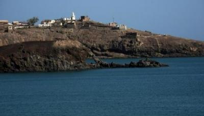 بعد انسحاب قوات اماراتية.. خفر السواحل تتسلم رسمياً جزيرة ميون في باب المندب