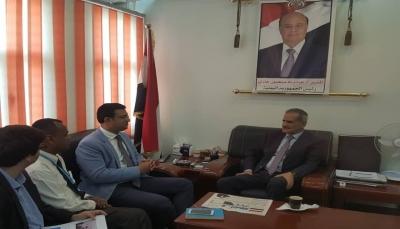 """وزير التربية """"لملس"""" يدعو اليونسيف للبتّ في حوافز المعلمين النازحين"""
