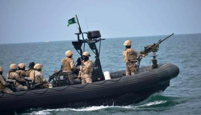 التحالف يعلن إحباط محاولة حوثية لاستهداف سفينة تجارية بالبحر الأحمر