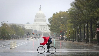 واشنطن: الأمطار تقطع الطرق وتغمر طابقا سفليا بالبيت الأبيض وتقطع التيار الكهربائي