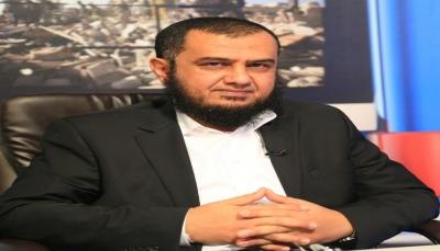 وزير يمني يحذر من خطورة إعادة هيكلة ألوية الساحل الغربي خارج وزارة الدفاع