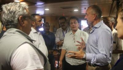 الوفد الحكومي يصل السفينة الاممية تمهيداً لاستئناف مباحثات لجنة إعادة الانتشار