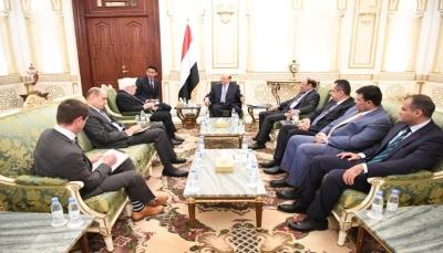 غريفيت يلتقي الرئيس هادي ويؤكد المُضي لتحقيق السلام وفق المرجعيات الثلاث