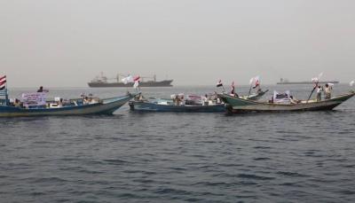"""صيادون يمنيون يجددون رفضهم لتواجد السفينة الإيرانية المشبوهة """"سافيز"""" بالمياه الإقليمية"""
