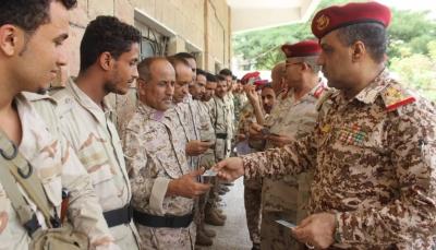 تعز: بدء صرف البطائق الالكترونية لمنتسبي الجيش الوطني