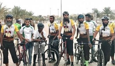 ثمانية حجاج من لندن يصلون القاهرة بدراجاتهم في طريقهم لمكة