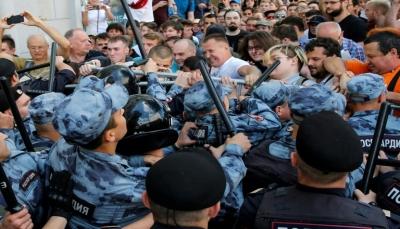 توقيف أكثر من 600 شخص خلال تظاهرة للمعارضة في موسكو يطالبوا بانتخابات حرة