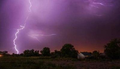 """لماذا يجب فصل """"الكمبيوتر"""" عن الكهرباء أثناء العاصفة الرعدية؟"""