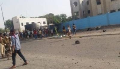 عدن: قتلى وجرحى في انفجار عنيف استهدف قسم شرطة بالشيخ عثمان