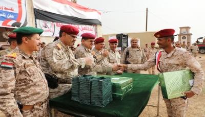 وزير الدفاع: الجيش الوطني سيظل الرهان الصلب لحماية الثورة والجمهورية