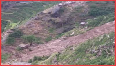 تهدمت عدد من المنازل.. السيول تودي بحياة 12 شخص غالبيتهم من اسرة واحدة في المحويت (صور)